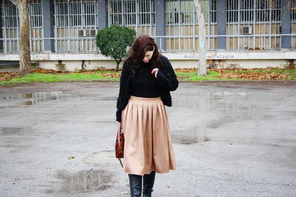 φούστα με πιέτες