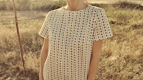 μπλούζα με μικρά τριανταφυλλάκια