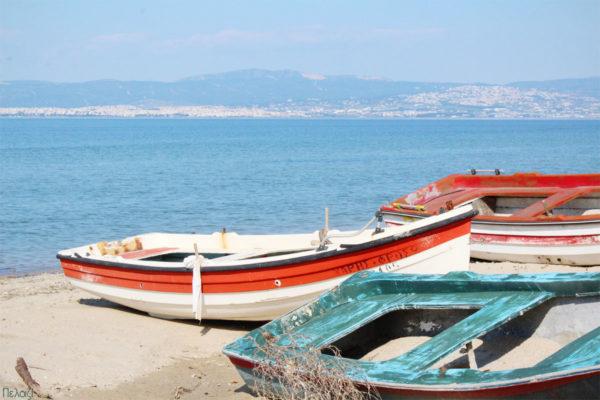 βάρκες στην άμμο