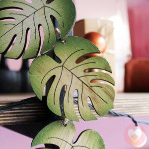 Διακοσμητική γιρλάντα με ξύλινα φύλλα μονστέρας
